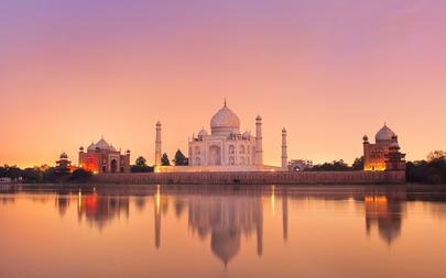 shutterstock_85968976-Taj-Mahal-in-Agra_-India