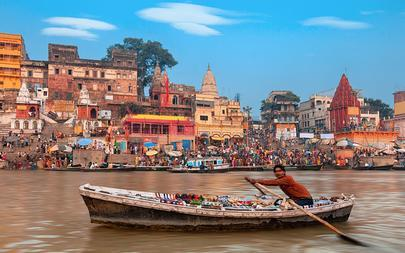 shutterstock_217988584-A-view-of-holy-ghats-of-Varanasi-with-a-boatman-sailing_-Varanasi-India