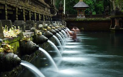 shutterstock_131408012-Holy-Spring-Water-Temple_-Bali