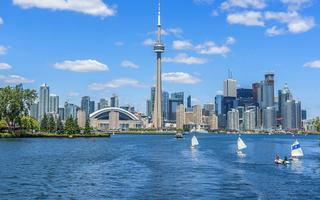 shutterstock_219442810-The-beautiful-Toronto_s-skyline-with-CN-Tower-over-lake.-Urban-architecture