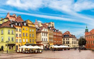 shutterstock_347616620-Old-town-square-in-Warsaw-in-a-summer-day_-Poland