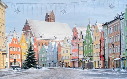 shutterstock_68622154-old-bavarian-town-near-Munich-in-winter