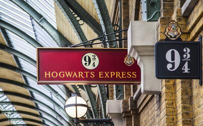 sign-9-3-4-hogwarts-express-the-wizarding-world-of-harry-potter-shutterstock_210792889-anjelikagr-2