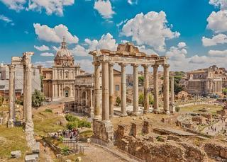 shutterstock_369610913_Roman_Forum_in_the_center_-_the_columns_of_the_Temple_of_Saturn_followed_by_the_Arch_of_Septimius_Severus._Rome._Italy