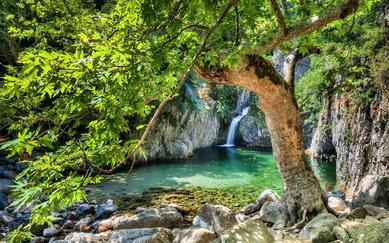 shutterstock_310344173--Waterfalls-in-Samothraki-Vathres-in-Nothern-Greece