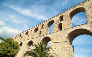 shutterstock_532468696-Ancient-roman-aqueduct-in-Kavala_-Greece.-Called-Kamares