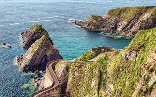 shutterstock_100381904-Dunquin-Pier-on-the-Dingle-Peninsula-in-Ireland