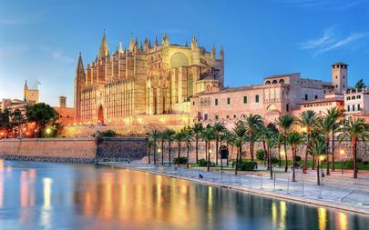 shutterstock_70004080-Cathedral-of-Palma-de-Majorca