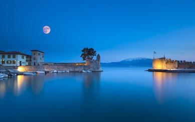 shutterstock_255060625-Panoramic-view-of-the-port-of-Nafpaktos-in-Greece-