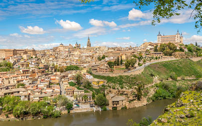 shutterstock_419698120-View-at-the-Toledo-old-Town-with-Tajo-river---Spain