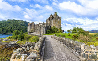 shutterstock_408148240-The-Eilean-Donan-castle-in-Scotland