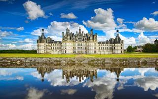 shutterstock_561689686-Chateau-de-Chambord_-royal-medieval-french-castle-and-reflection.-Loire-Valley_-France_-Europe.-Unesco-heritage-site
