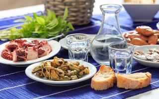 shutterstock_490645144-Glasses-of-ouzo-and-appetizers