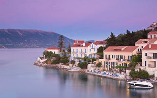 shutterstock_106505114_Fiskardo-on-the-Island-of-Kefalonia