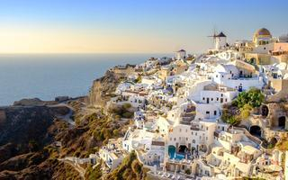 shutterstock_335011268-View-of-beautiful-village-of-Oia-with-its-whitewashed-and-colorful-houses_-Oia_-Santorini_-Greece_-Europe