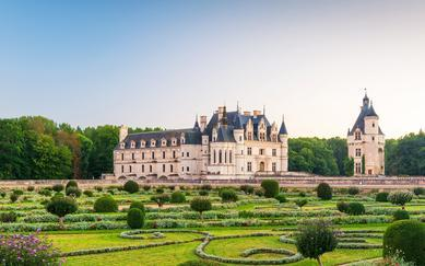 shutterstock_172617530-The-Chateau-de-Chenonceau_-France