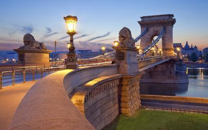 shutterstock_147073169-Chain-Bridge_-Budapest.-Image-of-Chain-Bridge-in-Budapest-during-sunrise