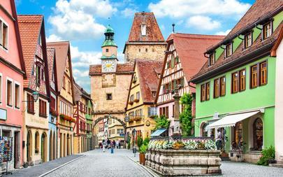 C2a_main_Beautiful-view-of-the-historic-town-of-Rothenburg-ob-der-Tauber_-Franconia_-Bavaria_-Germany_shutterstock_183380375_C_canadastock