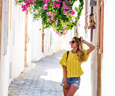 shutterstock_709955356-vacation-in-Greece-walking-through-the-streets-of-Lindos
