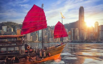 shutterstock_686676604-Vintage-sail-boat-fron-victoria-port-to-Hongkong-harbour-for-survice-to-tourist-in-Hong-kong-coty-with-sunset-and-blue-sky_-China_-Travel-asia
