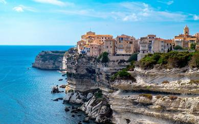 shutterstock_436842280-Seascape-of-Bonifacio---Corse---France