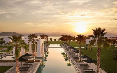 01-Spectacular-Views-Of-The-Sunset-By-The-Pool